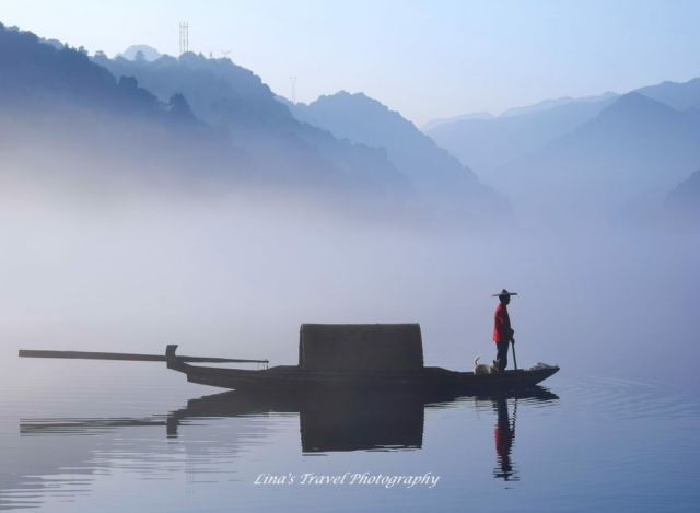 Fisherman on misty Little East Lake early in the morning, Dongjiang County, Zixing, Chenzhou, Hunan, China