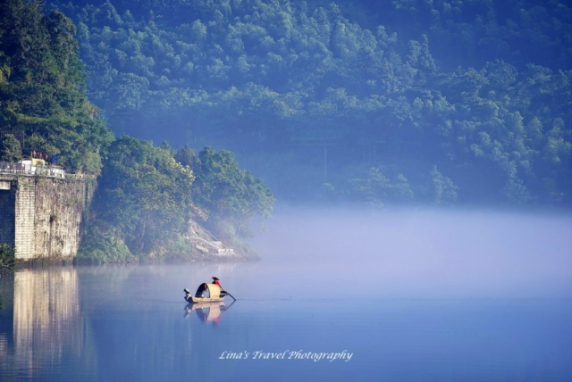 Fisherman and his dog on a misty East River early in the morning, Dongjiang County, Zixing, Chenzhou, Hunan, China